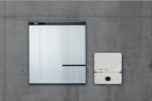 solar-panel-battery